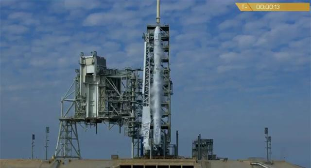 发射在倒计时13秒被叫停 SpaceX启用新发射台出状况