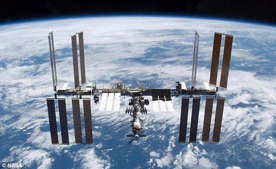 """太空观测""""沉睡巨人"""" 空间站拍摄维苏威火山"""