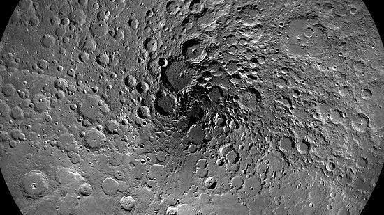 月亮会变脸!陨石撞击频繁 每8万年换个面貌