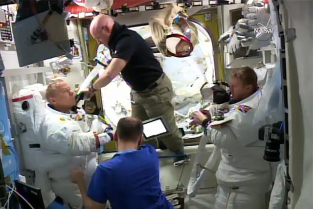 宇航员头盔进水:今年第一次太空行走被叫停