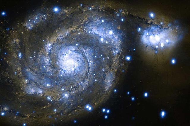 星系碰撞宣告整个星系坠入黑洞死亡