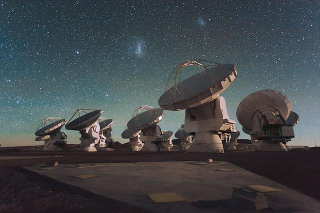 """""""天眼""""竣工!世界最强射电望远镜落户中国"""