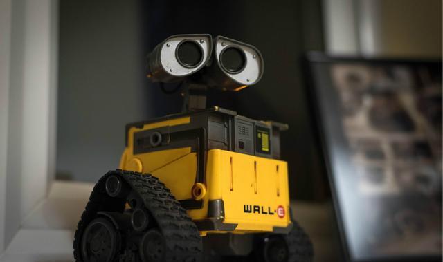 不再直接喂数据,科学家想让机器人自己上网找资料