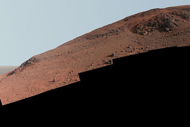 美国宇航局机遇号火星车挑战陡坡找岩石