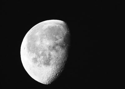 """月球的身份能""""晋级""""吗?"""