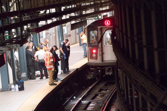 为救iPad 21岁女子跌落地铁身亡