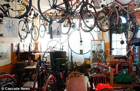 """英国""""最凌乱""""房屋:屋顶挂满自行车"""