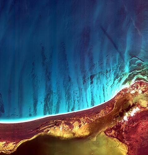 """韩国卫星拍摄墨西哥岛屿犹如地球上的""""黑洞"""""""