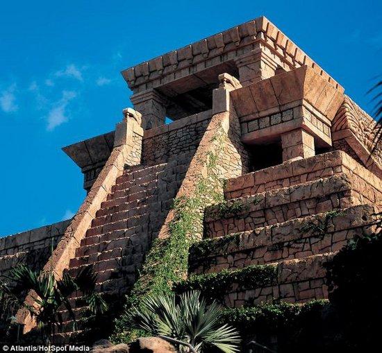 巴哈马群岛天堂岛水上乐园建造了真实版的玛雅神殿