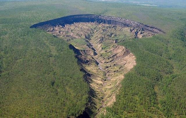 """科学家揭晓西伯利亚神秘""""地狱之门""""深坑形成之谜"""