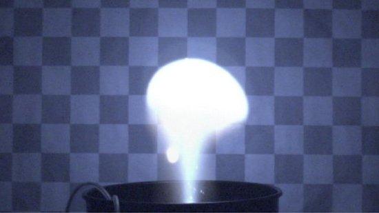 科学家实验室造球形闪电 探索其未解之谜