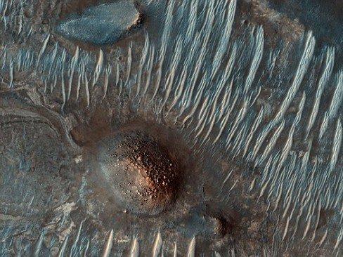 轨道卫星拍摄火星奇观