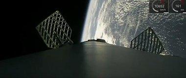 1月15日 SpaceX猎鹰9号火箭一级箭体海上降落震撼画面