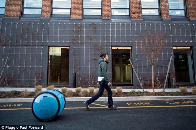 从摩托车到机器人:比亚乔公司发布私人自助机器人