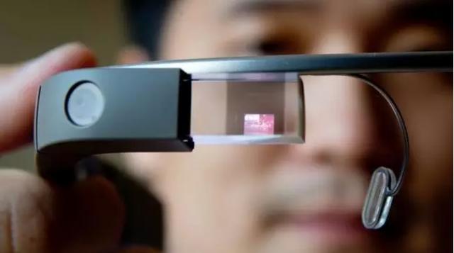"""不甘心的谷歌正用""""曲线战略""""拯救智能眼镜"""