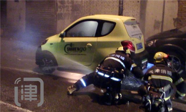燃!深夜一电动汽车自燃 幸无人员伤亡