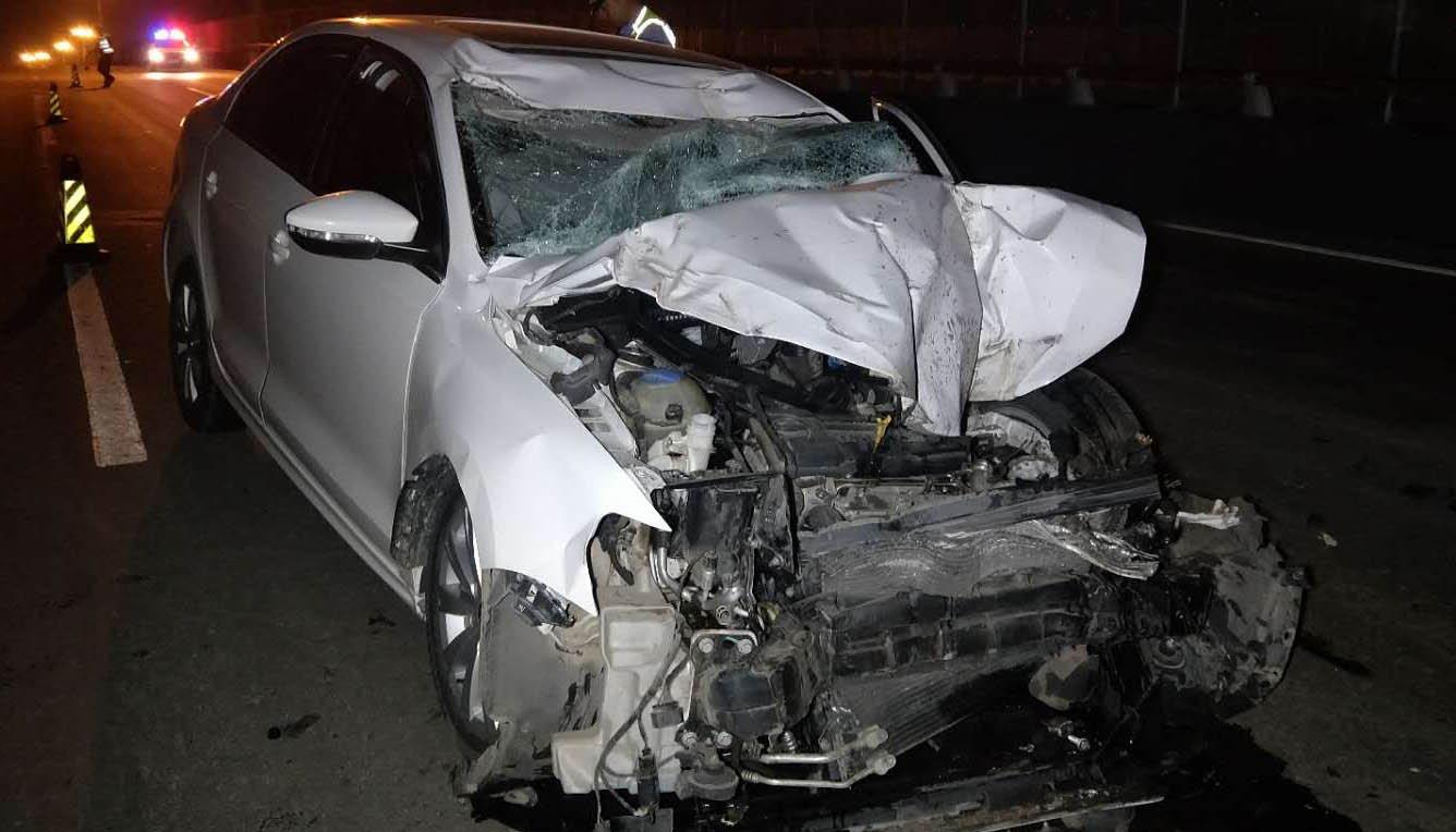 津塘桥一车被撞报废