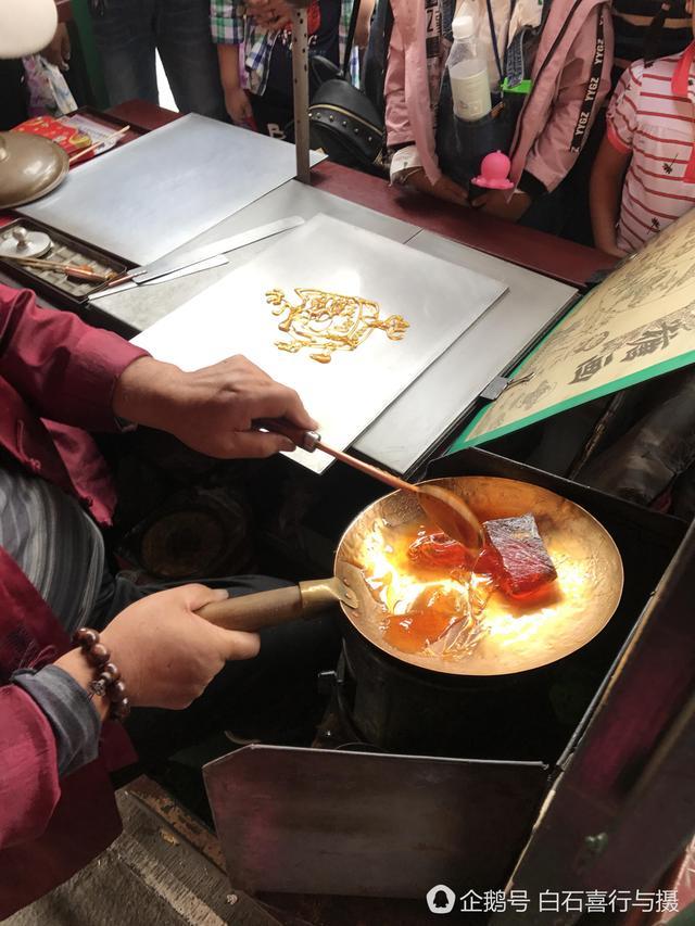 天津7旬老人卖祖传糖画,日入上千,假期不休息