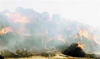 宝坻约5亩草垛起火 扑救成功消防员睡着了