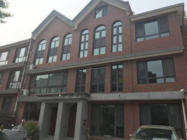 天津一别墅区私搭乱盖17年还加盖别墅楼层小木图片