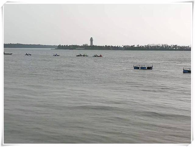 突降大雨!天津20名垂钓者被困渔船