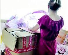 女子瞒丈夫花16万买40套内衣 卖家称内衣里有火山能量石