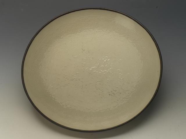 宋 定窑白釉印牡丹花纹盘
