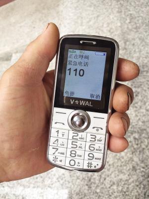 老人买部老年手机 情急时却打不了救援电话