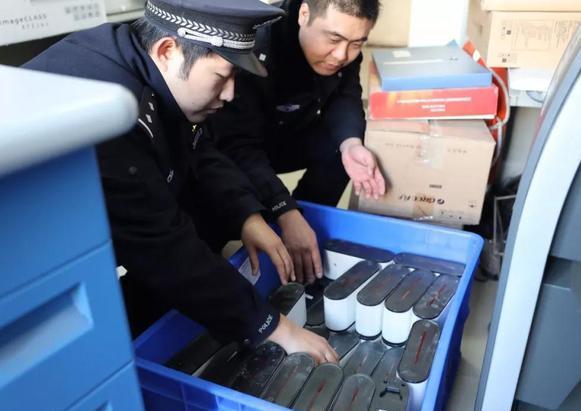 两男子流窜天津多所高校 专偷共享电动车电池