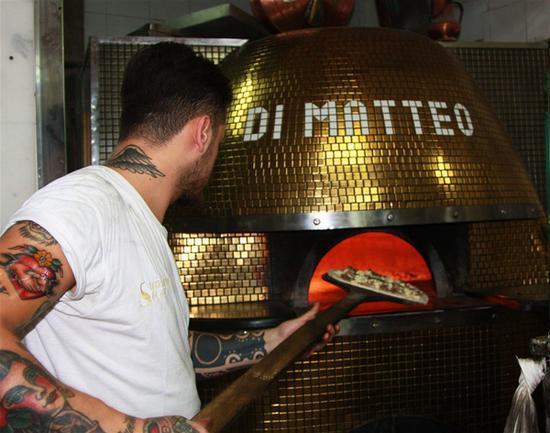 在披萨的故乡那不勒斯 每块饼都有故事