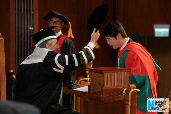 郎朗港大获颁 斩获第六个名校荣誉博士