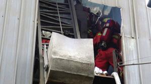 15米钢炉上救下俩中毒工人 被困者已无生命危险