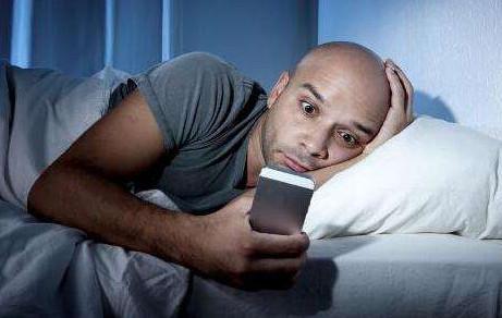 """""""单身狗""""的终极愿望:躺床上刷手机 女朋友就被快递送来"""