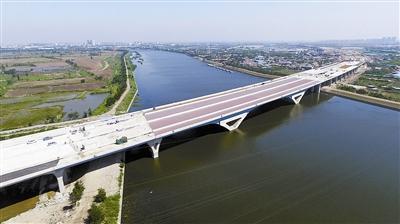 海河特大桥主体上午贯通 天津环城高速即将合围