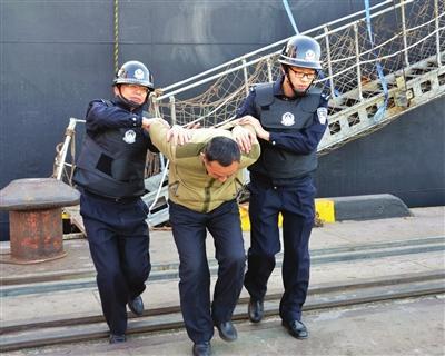 天津边检站与港口相关单位 举行联合反恐处突演练