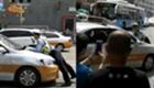 出租车被查顶交警逃跑
