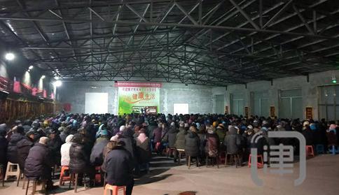 """宝坻650余位老人挤在500平米仓库""""听课"""""""