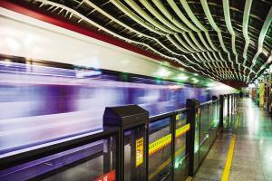"""""""智慧""""坐地铁乘客享优惠"""