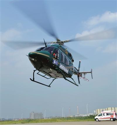直升机模拟救援演练受伤抢救 5分钟飞到医院