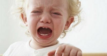 """父母如何应对""""爱哭宝宝"""" 改善孩子情绪问题"""