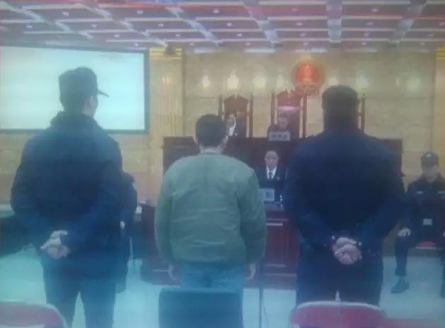 24岁青年高考失利 拿榔头砸向耀华中学女学生