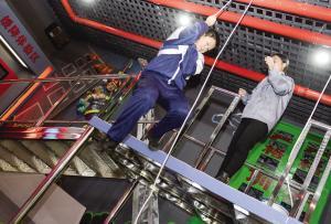 东丽区消防体验中心 学生模拟火灾逃生