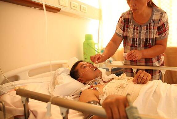 天津果农遭车祸重伤在床 热卖葡萄筹钱救命