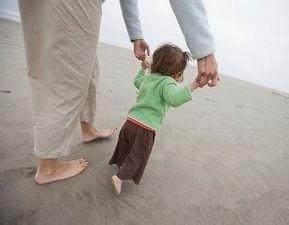 这才是宝宝学走路的最佳时期