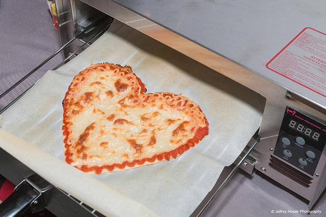 美国创业公司BeeHex推出的打印机可在太空打印3D比萨饼