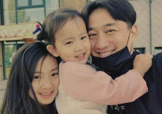 黄磊被斥四处圈钱好口碑败光,网友:生儿子养家压力大