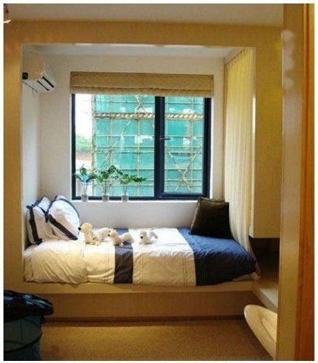 床在窗下或冲门