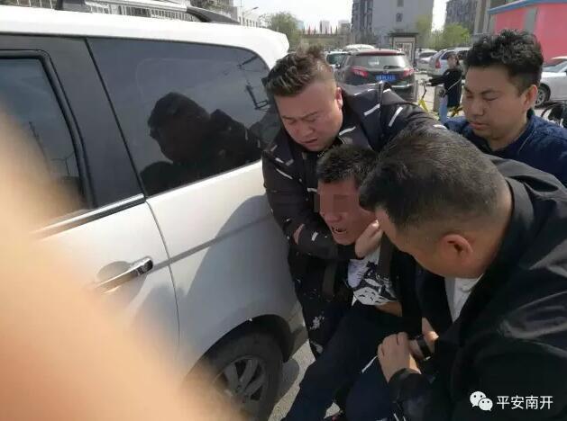 三男子盗窃电动车 偷前临时借扳手