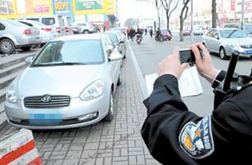 交管部门整治静态交通秩序 151条示范路严管违停