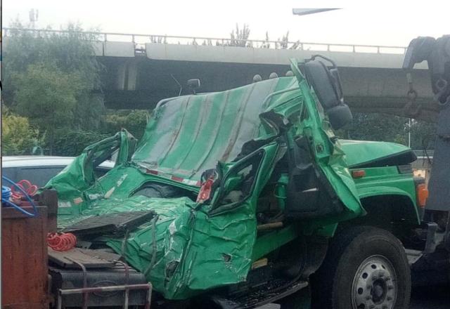 天津发生严重事故 货车急刹车 司机被砸身亡